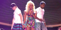 WATCH Nicki Minaj Perform